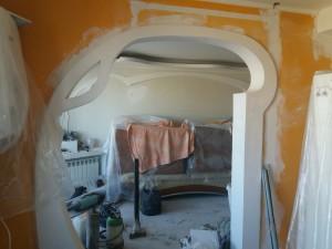 Фигурная резка стены в квартире